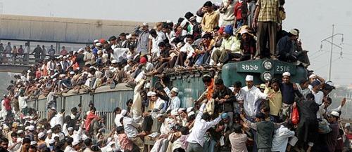 Pakistan-Crowded-Train