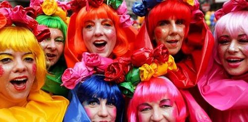 koelner_karneval_frauen_feiern