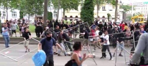antifaschisten_absperrgitter
