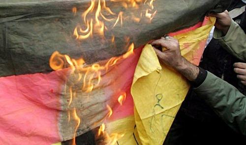flaggen_verbrennen[6]