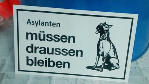 asylanten_müssen_draussen_bleiben