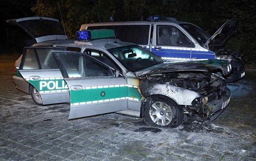 polizeiwagen_abgefackelt