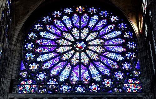 Stained_glass_Basilique_de_Saint-Denis02