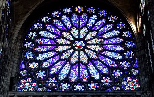 Stained_glass_Basilique_de_Saint-Denis02