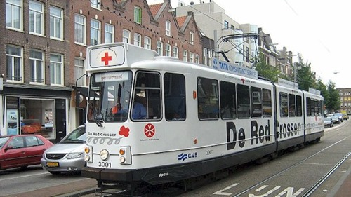 800px-Amsterdamse_tram_-_De_Red_Crosser_-_from_Flickr_2838709455