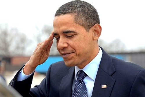 President_Barack_Obama_salutes_at_Andrews_Air_Force_Base_before_departing_for_Columbus,_Ohio