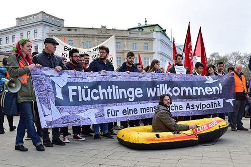 Wien_-_Demo_Flüchtlinge_willkommen
