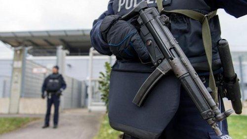 bewaffnete_polizisten