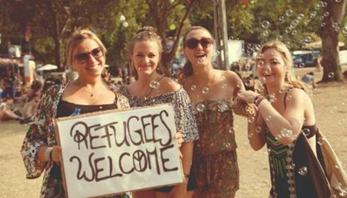 femin_refugees_welcome