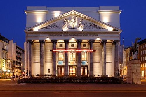 800px-Aachen_Theatre