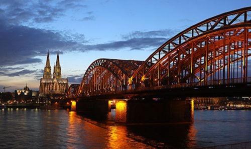 Hohenzollernbrücke_thumb[2]