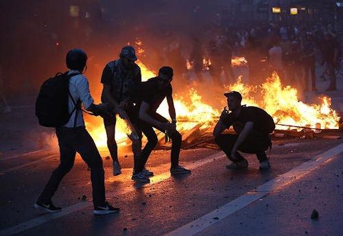 brennende_barrikaden