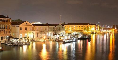 Canal_Grande_ovest_vista_notturana_dal_Ponte_della_Costituzione_Venezia_2