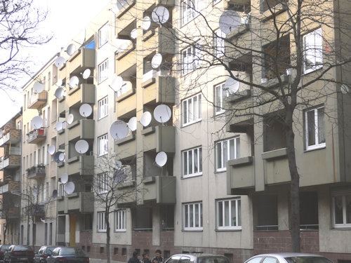 Berlin-neukoelln_satellite-dishes_20050314_p1010596