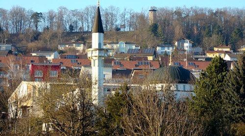 Pforzheim_Enzauenpark_mit_Blick_zur_Moschee
