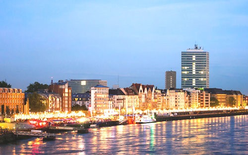 Düsseldorf_Rathausufer_bei_Nacht