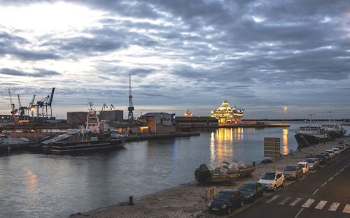 Dawn_on_the_harbour