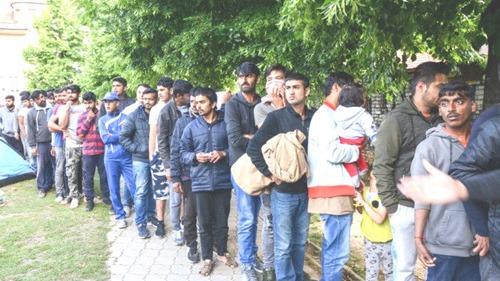 Abschiebung-Ausländer-Flüchtlinge02[6]