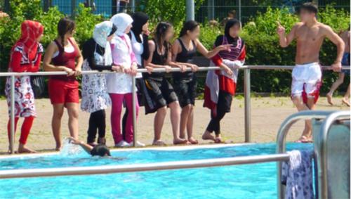 swimming_columbine