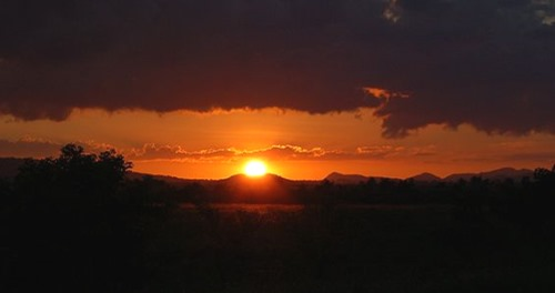 Puesta_de_Sol_en_las_montañas